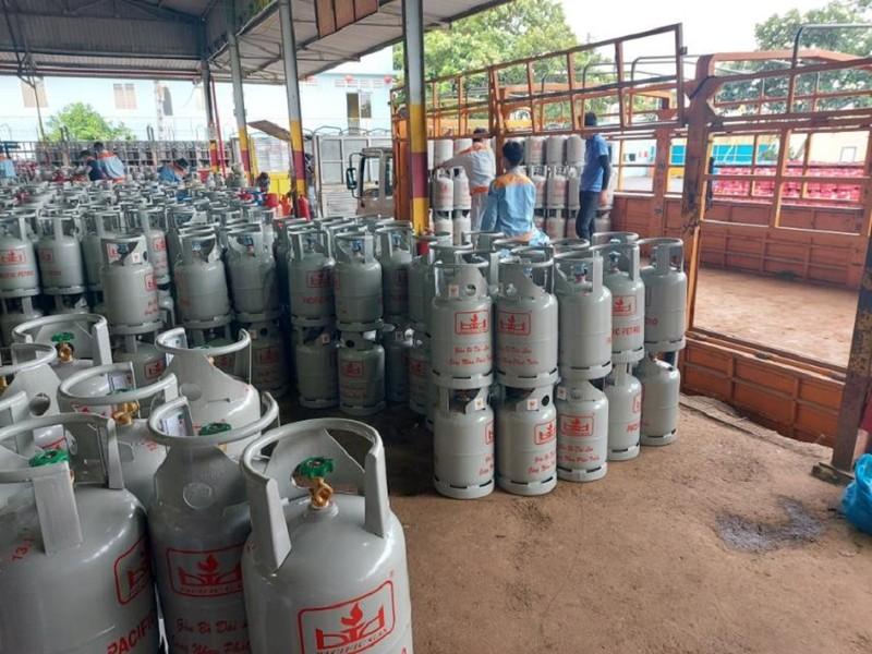 Từ ngày mai, giá gas đồng loạt tăng thêm 12.000 đồng/bình 12kg - ảnh 1