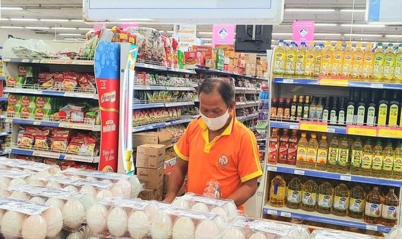 Nhiều siêu thị ở quận 7 mở cửa bán trực tiếp cho khách hàng - ảnh 1
