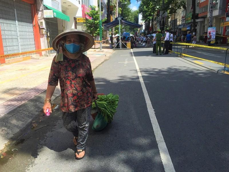 Người dân vùng xanh quận 5 thích thú được đi chợ lưu động - ảnh 2