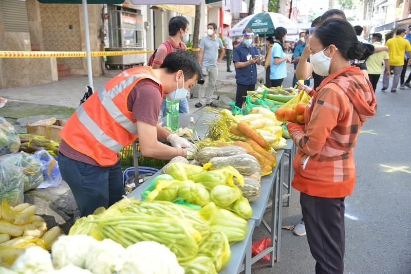 Người dân vùng xanh quận 5 thích thú được đi chợ lưu động - ảnh 11