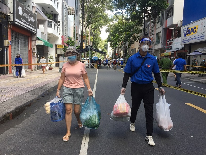 Người dân vùng xanh quận 5 thích thú được đi chợ lưu động - ảnh 1