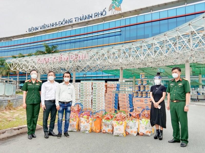 Hơn 6.500 sản phẩm dinh dưỡng đến với trẻ em ở 40 bệnh viện dã chiến  - ảnh 1