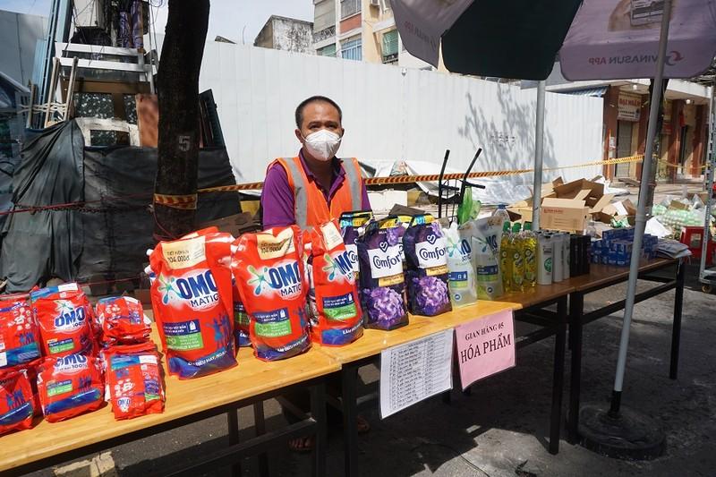 Trứng gà, bánh bao... hút khách đi chợ lưu động vùng xanh quận 5 - ảnh 13