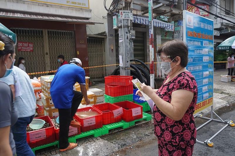 Trứng gà, bánh bao... hút khách đi chợ lưu động vùng xanh quận 5 - ảnh 15