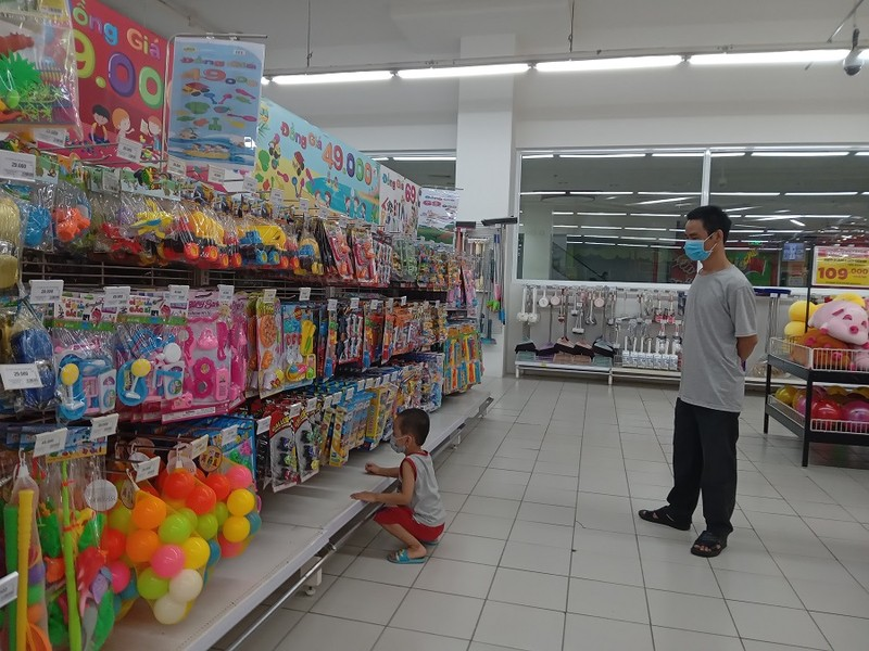 Ngày đầu nới lỏng giãn cách không có cảnh đổ xô đi mua sắm tại siêu thị - ảnh 7