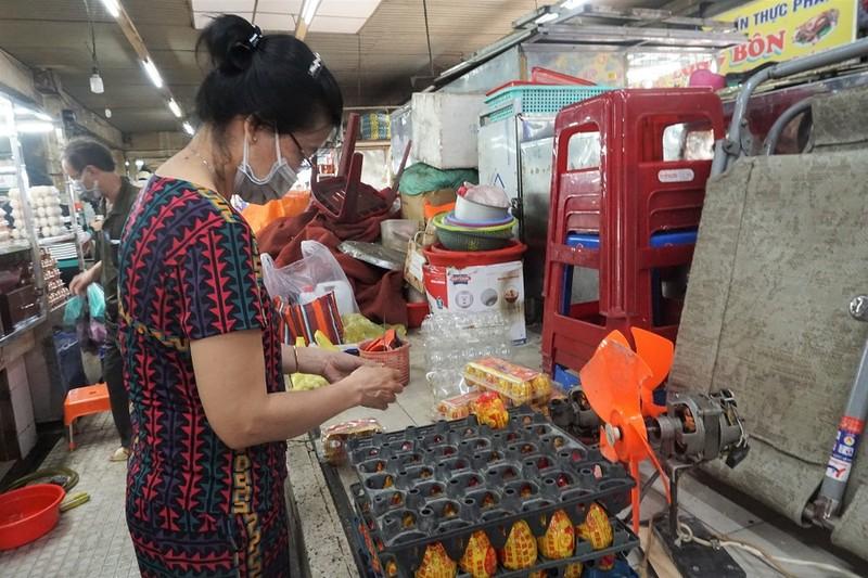 Chợ An Đông ngày đầu bán trở lại: Khách vắng nhưng vẫn vui - ảnh 8