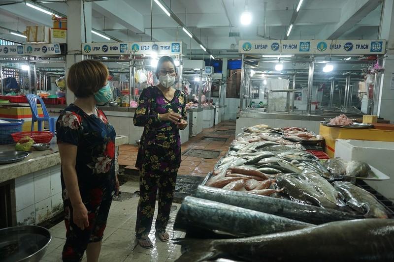 Chợ An Đông ngày đầu bán trở lại: Khách vắng nhưng vẫn vui - ảnh 6
