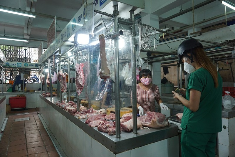 Chợ An Đông ngày đầu bán trở lại: Khách vắng nhưng vẫn vui - ảnh 2