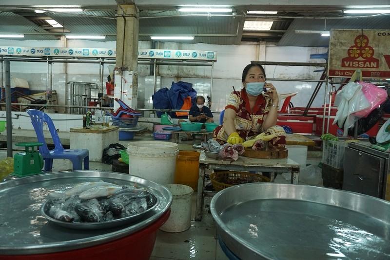 Chợ An Đông ngày đầu bán trở lại: Khách vắng nhưng vẫn vui - ảnh 3
