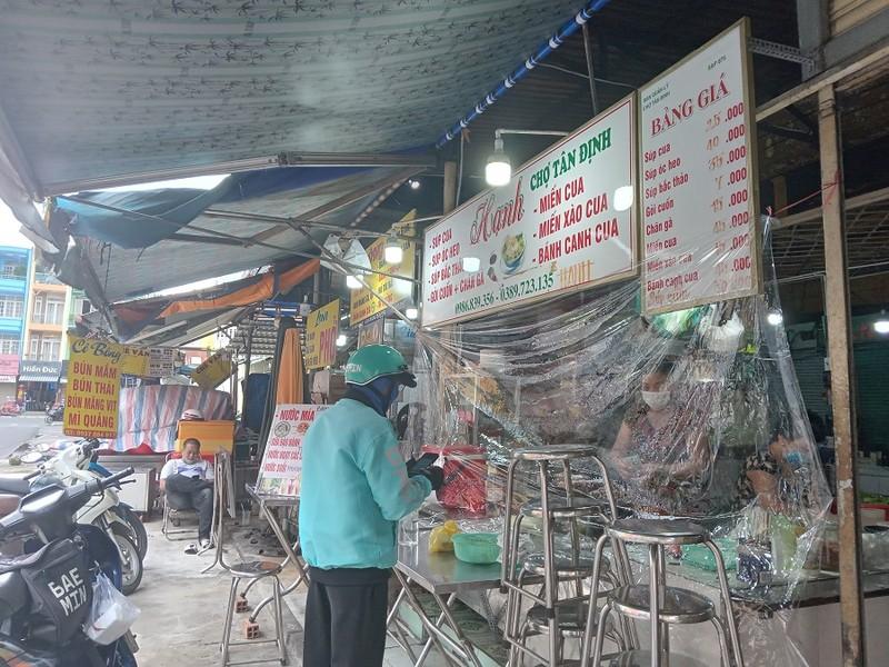 Thêm nhiều chợ ở TP.HCM mở cửa: Người bán, người mua đều vui - ảnh 5