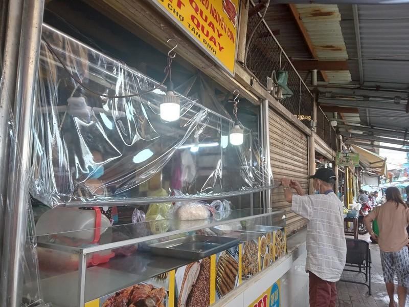 Thêm nhiều chợ ở TP.HCM mở cửa: Người bán, người mua đều vui - ảnh 4