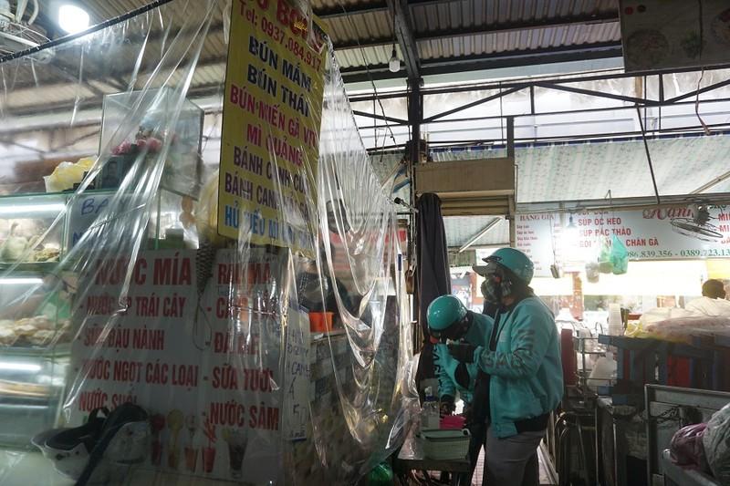 Thêm nhiều chợ ở TP.HCM mở cửa: Người bán, người mua đều vui - ảnh 7