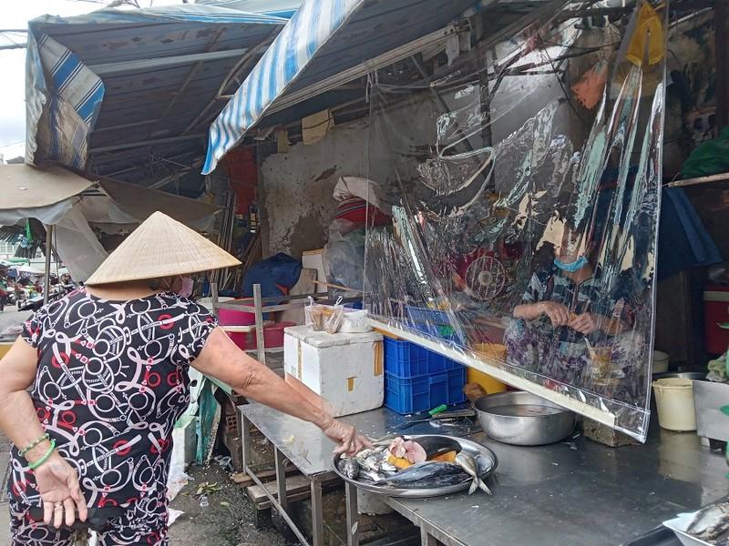 Thêm nhiều chợ ở TP.HCM mở cửa: Người bán, người mua đều vui - ảnh 3