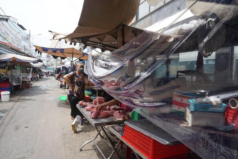 Thêm nhiều chợ ở TP.HCM mở cửa: Người bán, người mua đều vui - ảnh 2