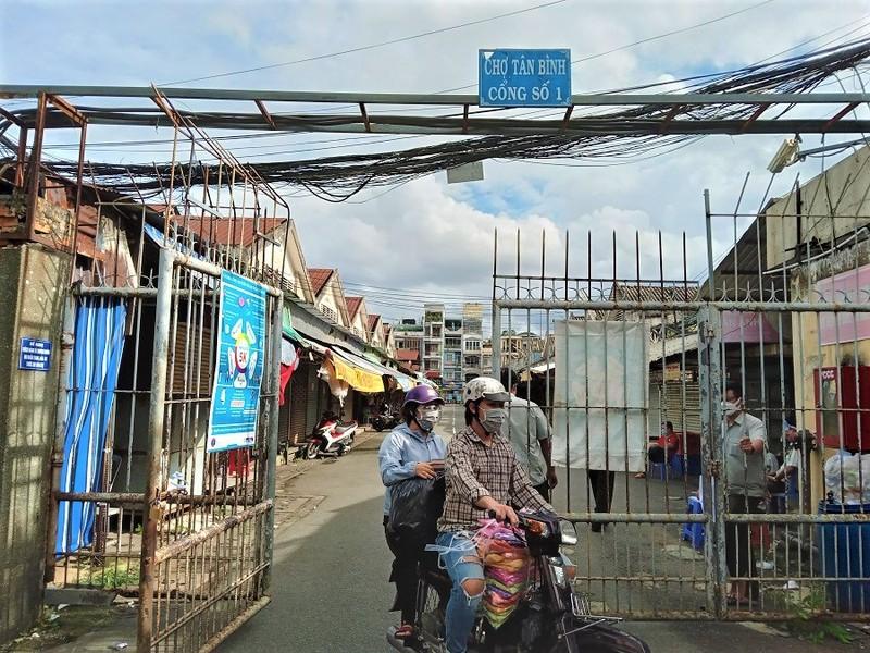 46 chợ truyền thống ở TP.HCM mở cửa trở lại, khách thưa thớt - ảnh 1