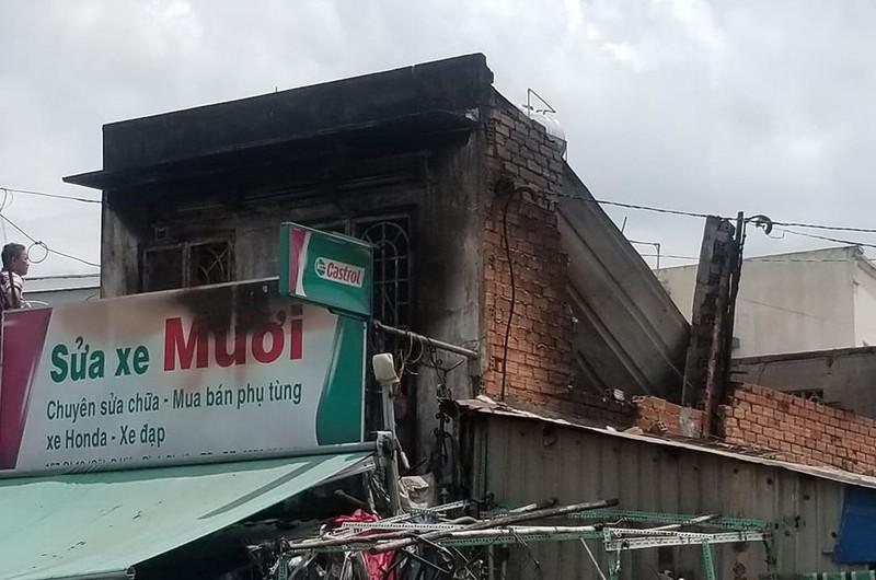 Hỏa hoạn, sập tường tại tiệm sửa xe ở Thủ Đức - ảnh 1