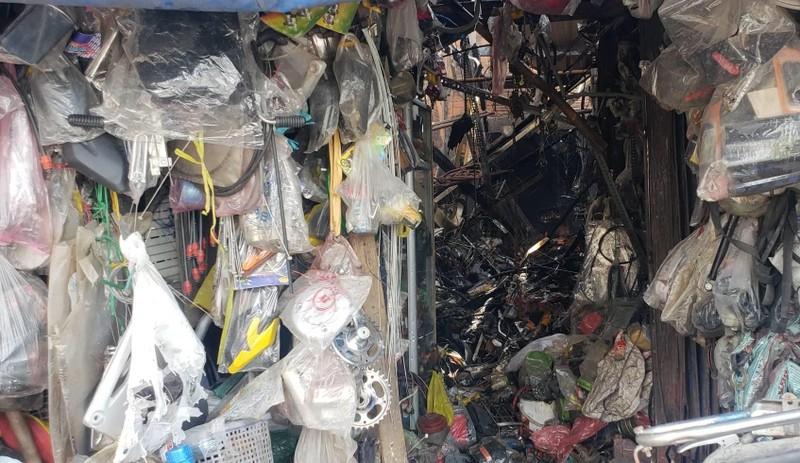 Hỏa hoạn, sập tường tại tiệm sửa xe ở Thủ Đức - ảnh 2