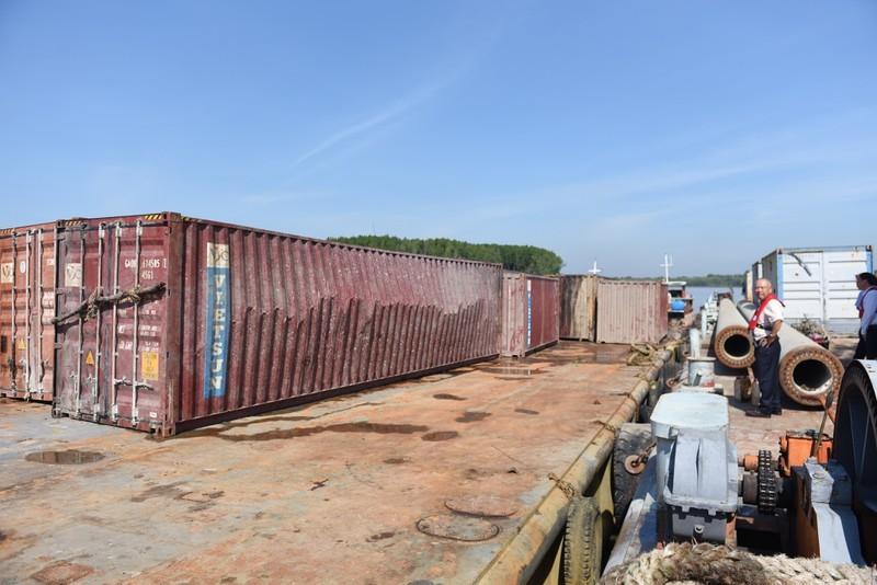 Thông luồng tạm hàng hải tại nơi chìm tàu 8.000 tấn ở Cần Giờ - ảnh 2