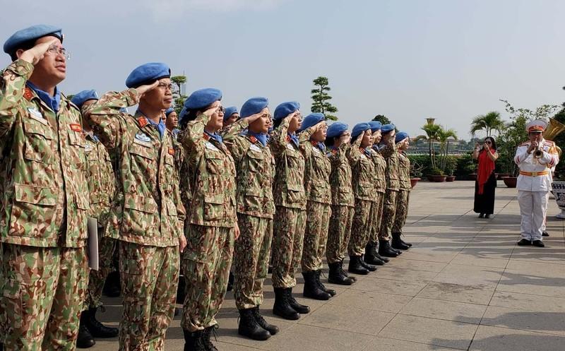 Đoàn giữ gìn hòa bình Liên Hiệp Quốc báo công lên Bác Hồ  - ảnh 3