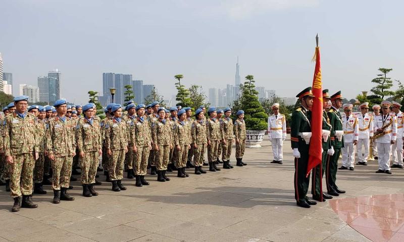Đoàn giữ gìn hòa bình Liên Hiệp Quốc báo công lên Bác Hồ  - ảnh 1