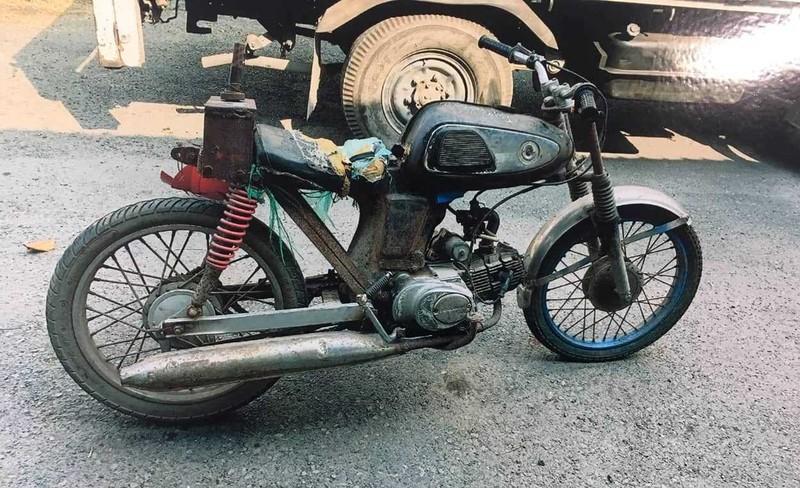 Tìm thân nhân người chạy xe máy tử vong ở Bình Chánh - ảnh 1