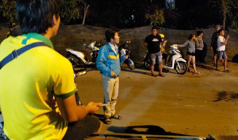 Nửa đêm mà nhiều người còn tới live stream vụ Tuấn 'khỉ'  - ảnh 4