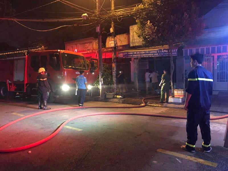Cháy kho hàng vắng chủ tại quận 9 - ảnh 1
