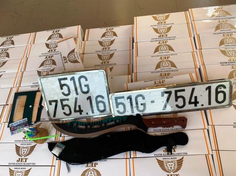 Truy bắt ô tô chở thuốc lá, ma túy trên cao tốc - ảnh 2