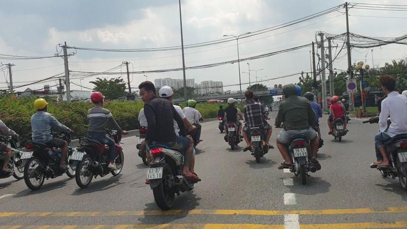 Xử lý các 'quái xế' chặn quốc lộ để đua xe ở Thủ Đức  - ảnh 1
