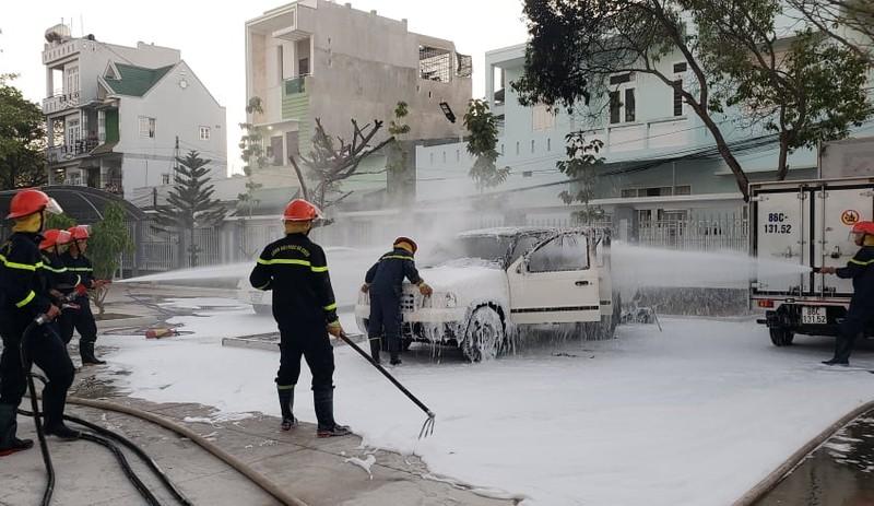 Cháy xe phun thuốc sát khuẩn đang đậu ở trụ sở ủy ban phường   - ảnh 2