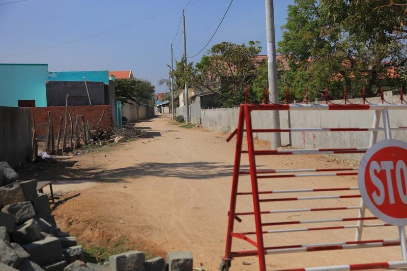 Hình ảnh ngày đầu tiên cách ly 5.000 dân thôn Văn Lâm 3  - ảnh 7