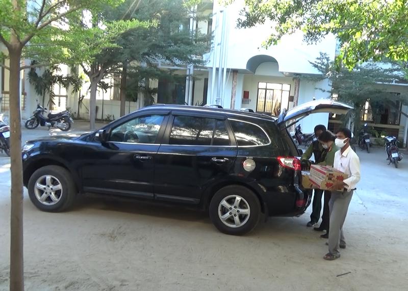 Chợ lưu động giá rẻ phục vụ khu cách ly thôn Văn Lâm 3 - ảnh 1