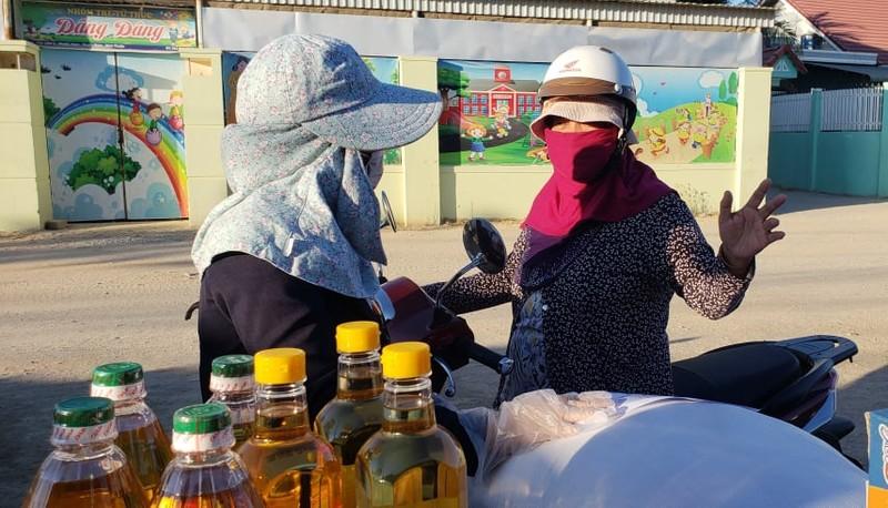 Chợ lưu động giá rẻ phục vụ khu cách ly thôn Văn Lâm 3 - ảnh 3