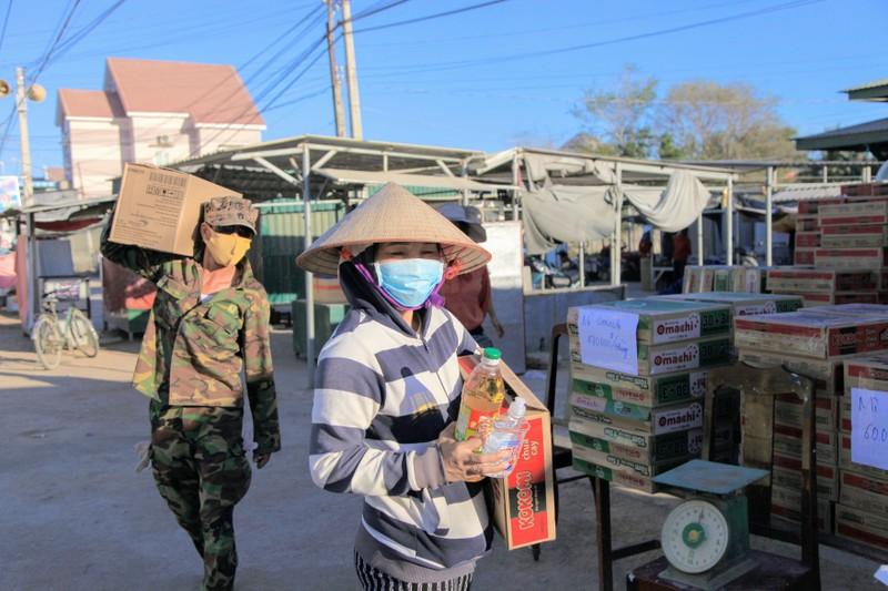 Chợ lưu động giá rẻ phục vụ khu cách ly thôn Văn Lâm 3 - ảnh 5