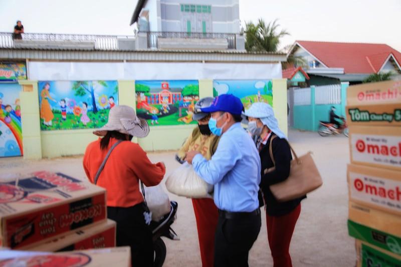 Chợ lưu động giá rẻ phục vụ khu cách ly thôn Văn Lâm 3 - ảnh 4