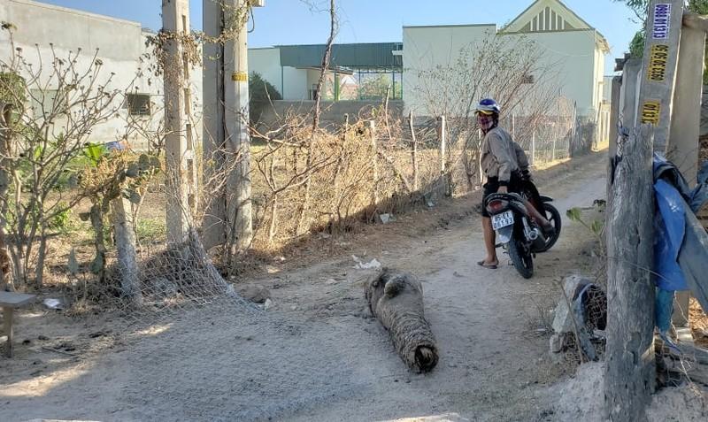 Người dân 'xé rào' ra vào khu cách ly thôn Văn Lâm 3 - ảnh 2