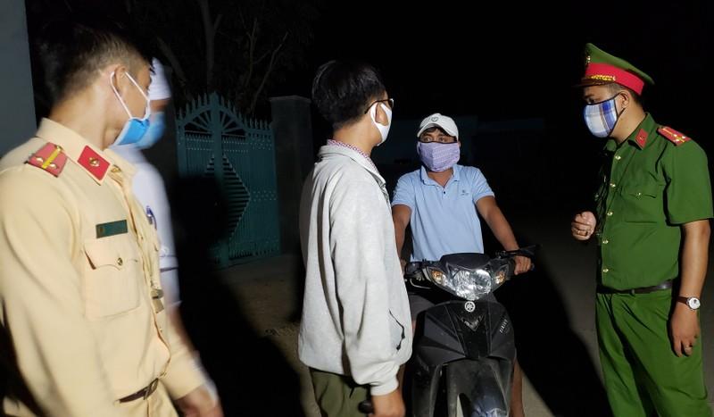 Những chiến sĩ bốn ngày đêm tại vùng dịch chưa về nhà - ảnh 3