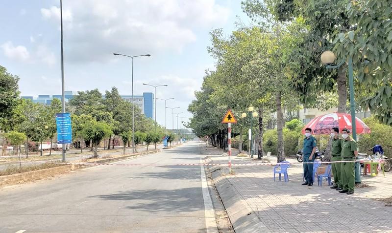 An ninh nghiêm ngặt tại khu cách ly KTX Đại học Quốc gia - ảnh 1