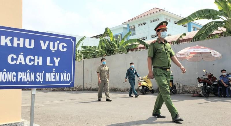 An ninh nghiêm ngặt tại khu cách ly KTX Đại học Quốc gia - ảnh 6