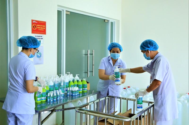 Bệnh viện 7A sản xuất thành công dung dịch sát khuẩn loại mới - ảnh 2