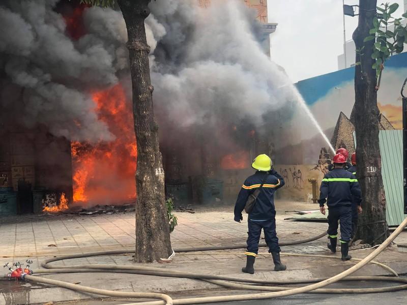 Cháy lớn tại quán karaoke đang ngưng hoạt động do dịch - ảnh 2