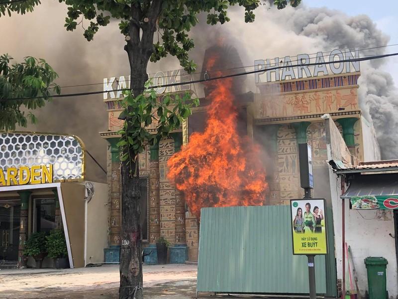 Cháy lớn tại quán karaoke đang ngưng hoạt động do dịch - ảnh 1