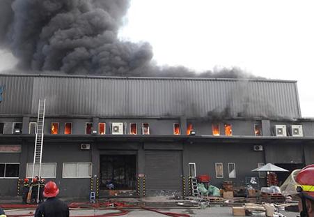 Công an TP.HCM điều tra vụ cháy kho gần sân bay Tân Sơn Nhất - ảnh 1