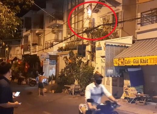 Cháy tại cột điện đêm 30-4, người dân hốt hoảng - ảnh 1