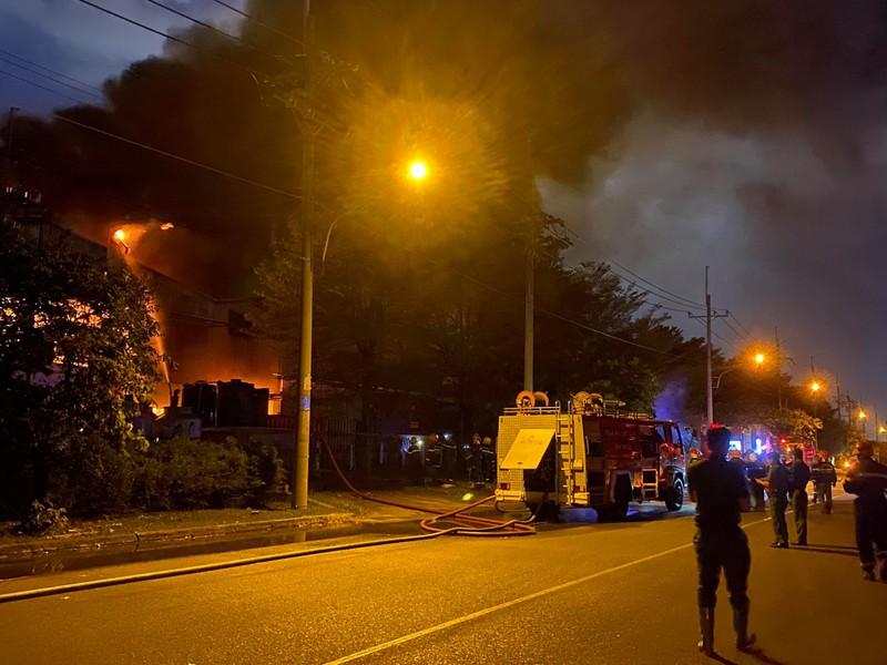 33 cảnh sát bị thương khi chữa cháy ở Khu chế xuất Tân Thuận  - ảnh 1