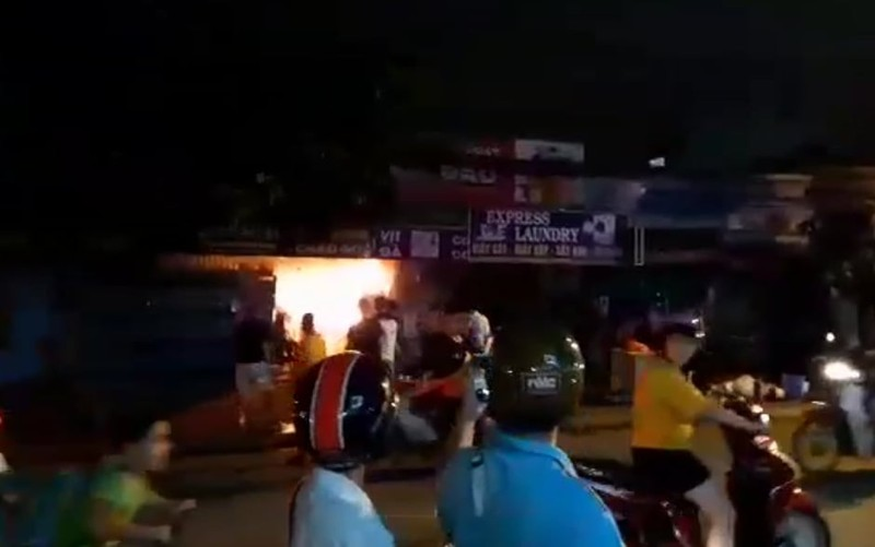 Nhiều khách hoảng loạn khi quán nước quận 7 cháy - ảnh 2