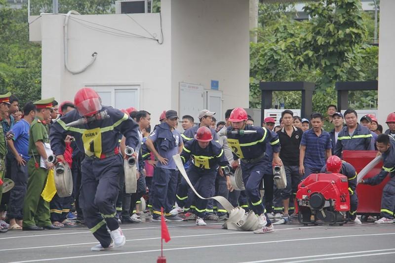 Xem 600 Cảnh sát PCCC vượt tường lửa ngoạn mục - ảnh 3
