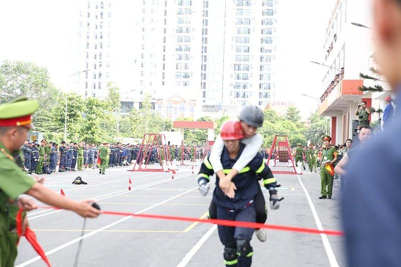 Xem 600 Cảnh sát PCCC vượt tường lửa ngoạn mục - ảnh 5