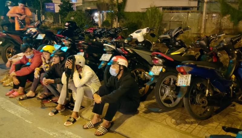 Bắt nhóm quái xế 'đi bão' trên đường Phạm Văn Đồng  - ảnh 1