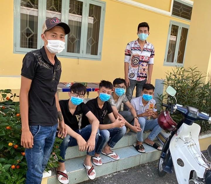 Triệu tập 18 thanh thiếu niên cầm hung khí rượt nhau ở quận 9 - ảnh 2